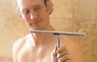 shower squeegee usingjpg