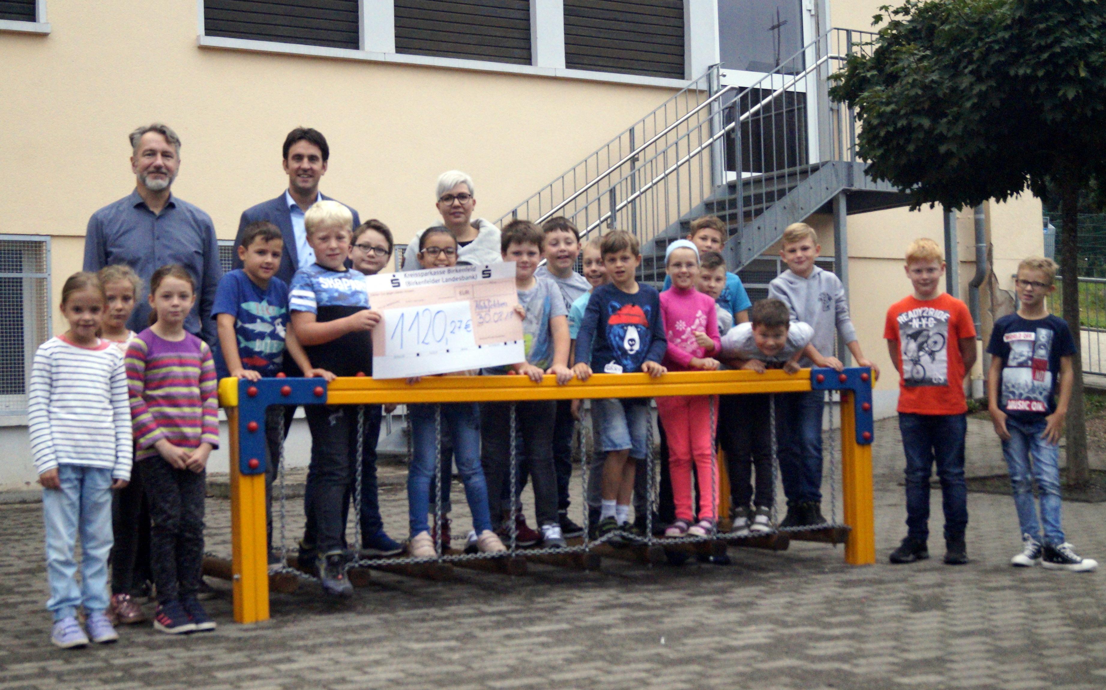 Scheckbergabe_Grundschule in GonnesweilerJPG