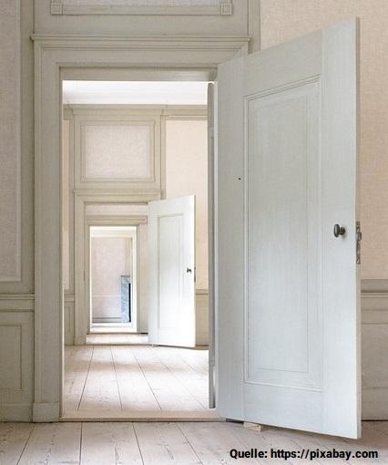 indoors-3117027_640jpg